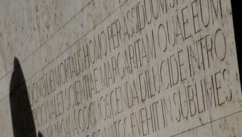 Latein soll sich an interessierte Schüler richten. Bild: Lateinische Inschrift in Basel.
