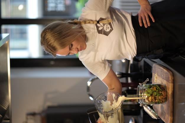 """Zwei Lengnauerinnen Susi Krummenacher und Johanna Almer Dragic, die heute in Baden wohnen, gründen mit """"Health Me"""" den ersten gesunden Lunch-Lieferdienst in Baden. Sie liefern veganes oder vegetarisches Essen mit dem Velo über Mittag innerhalb der Stadt."""