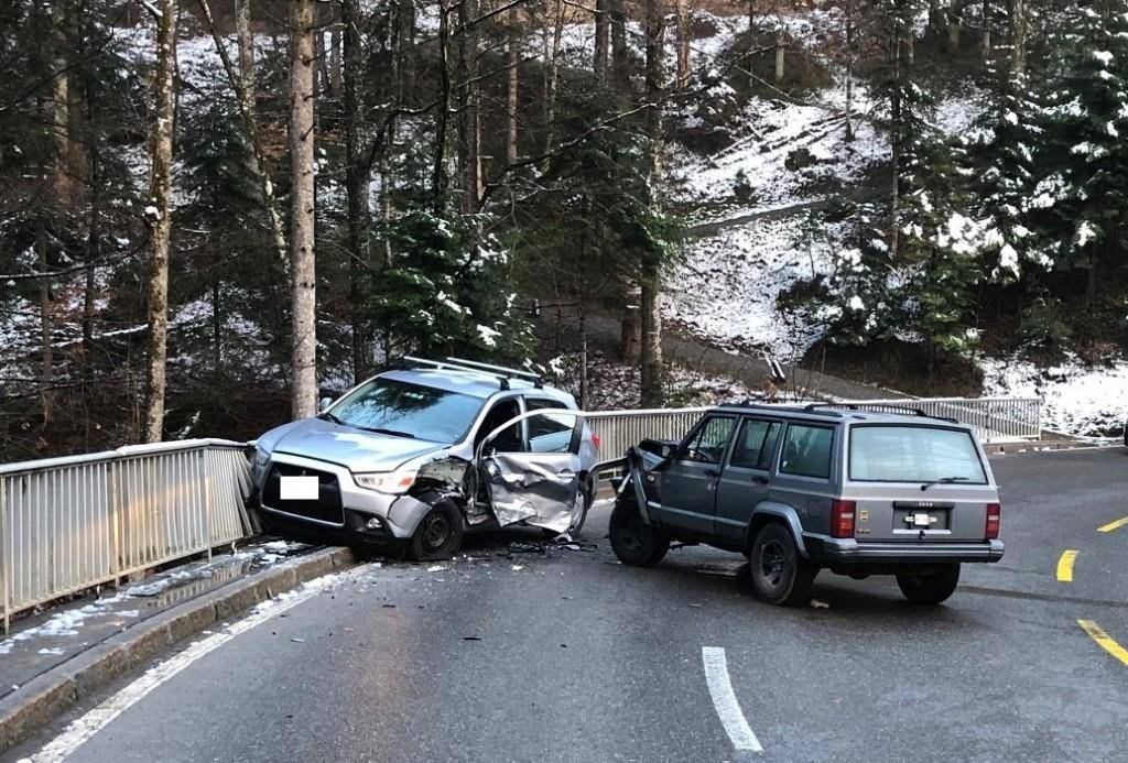 Auch in Trogen entstand hoher Sachschaden bei einer Kollision.