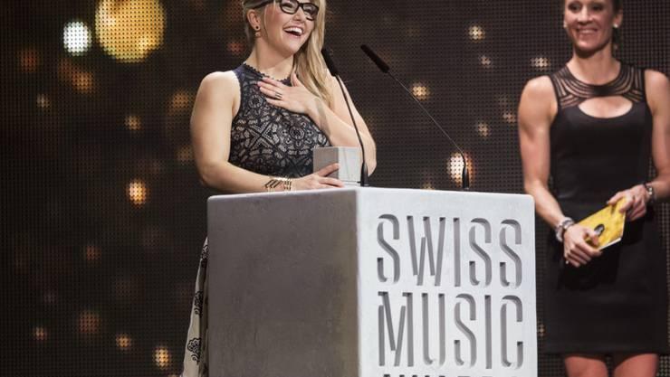 """Die an den Swiss Music Awards 2017 zum """"Best Female Solo Act"""" gekürte Schlagersängerin Beatrice Egli begeistert nicht nur die Fans, sondern auch Rapper Sido."""