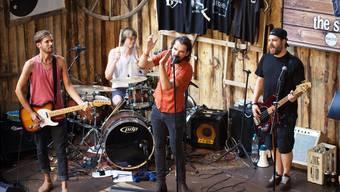 Live on Stage: Die Band Subaltern feierte eine packende Plattentaufe unter der Hochbrücke.