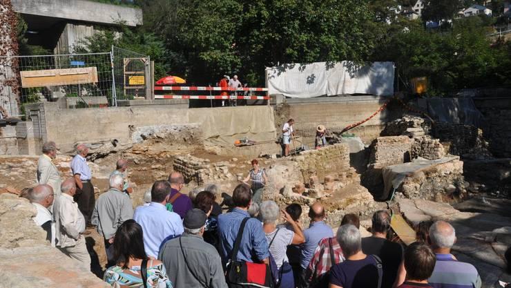 Die Besucher erfahren vieles über die römische Baukunst.