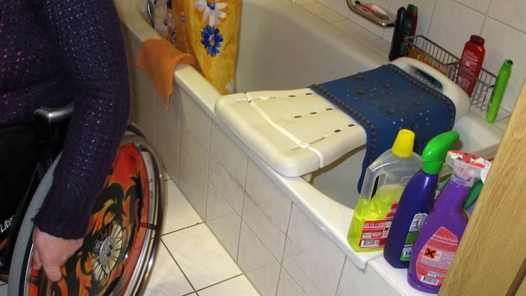 Die Aufsätze für WC und Badewanne stellen wir Ihnen zur Verfügung, gedouscht wird aber schon im Sportzentrum Zuchwil / Hallenbad Subigen!