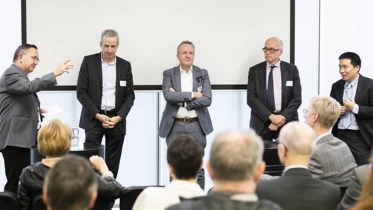 Vor- und Nachteile: Felix Aepli, Peter Vogt, Markus Eberhard, David Ehnimb und Jesse Ng (von links) debattierten über Indonesien als Wirtschaftsstandort.