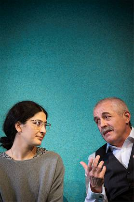 Atina Tabé als Zarina und Günter Baumann als ihr Vater Afzal.
