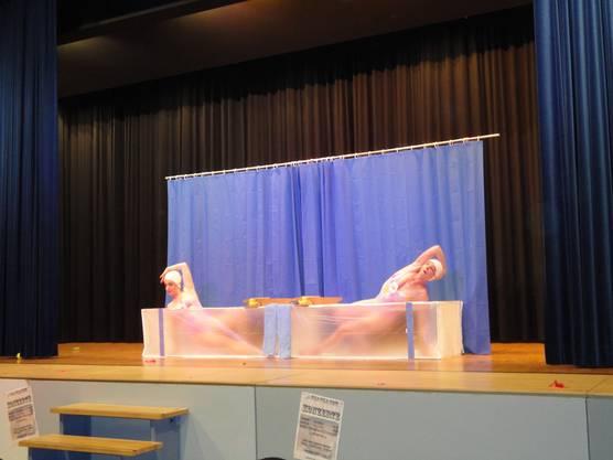 Klamauktreibende und synchronschwimmende Schwestern