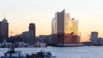 Alle Augen sind nach Hamburg gerichtet: Morgen findet in der neuen Elbphilharmonie das erste offizielle Konzert statt. (Archivbild)