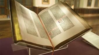 Kein Wort über Ochs, Esel oder einen schwarzen König: Gutenberg-Bibel der New York Public Library.