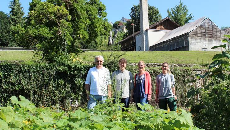 Béla Bartha (Geschäftsführer), Philipp Holzherr (Projektleiter Samengärtnerei), Mira Langegger (Projektleiterin Samenbibliothek) und Jessica Türler (Betriebsleiterin) in der neuen Samengärtnerei.