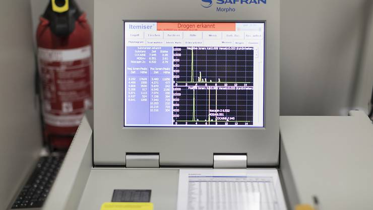 Auf dem Flughafen Basel-Mülhausen stellten Zöllner ein mit Kokain getränktes Schriftstück aus Brasilien sicher. Das Bild zeigt einen  Drogendetektor auf dem Euroairport.