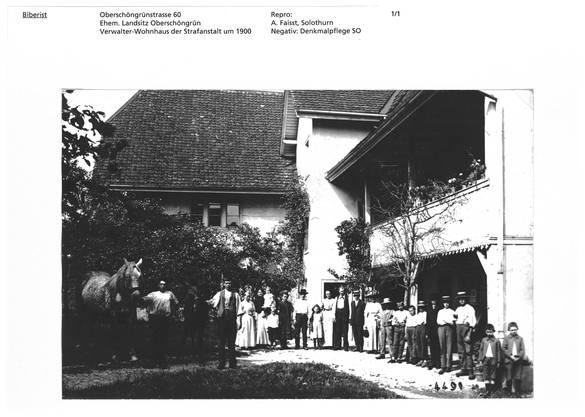 Ein historisches Bild, das um 1900 aufgenommen wurde. Schön zu sehen der Laubengang, der neu wieder angedeutet werden soll.