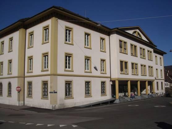 Das Gebäude heute: Die 1970 hinzugefügte «Füllung», der Mittel-Risalit, soll wieder weg.
