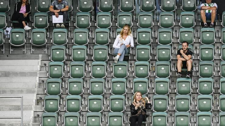 Derzeit müssen die Zuschauer viel Abstand halten, wie hier auf der Tribüne des FC St. Gallen.