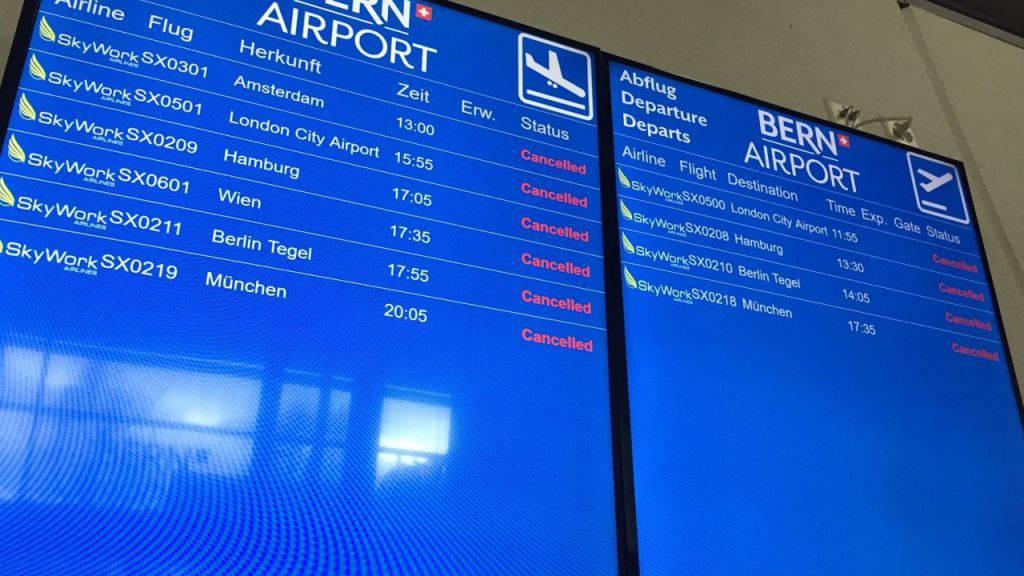 «Cancelled» hiess es am Sonntagmittag hinter den SkyWork-Flügen auf der Anzeigetafel des Flughafens Bern.
