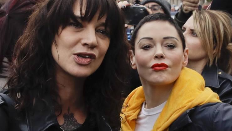 Eigentlich Kämpferinnen für die gleiche Sache: Asia Argento (links) und Rose McGowan. Nun trennt ein Vorwurf gegen Argento die beiden Schauspielerinnen. (Archivbild)