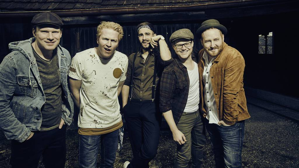 Fäaschtbänkler kündigen neues Album mit Flaschenkonzert an