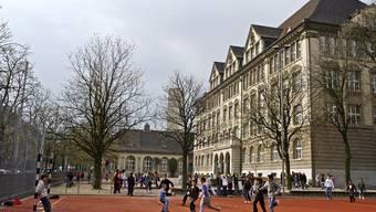 Sieben neue Zürcher Schulhäuser für rund 500 Millionen Franken solls geben.