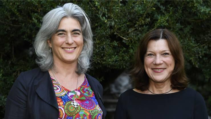Sabine Hurni, Mitglied des Verwaltungsrates der Raiffeisenbank Lägern-Baregg (links), und Referentin Helena Trachsel.