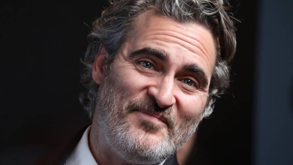 Joaquin Phoenix hat am Sonntagabend bei den Screen Actors Guild Awards (SAG) einen Preis als bester Hauptdarsteller für seine Rolle in dem Filmdrama «Joker» erhalten. Doch statt hinterher zu feiern, kümmerte er sich zusammen mit anderen Tierschützern um Schweine im Schlachthaus.