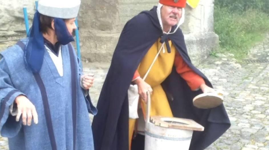 Mittelaltermarkt auf Schloss Lenzburg: Marktstände, Gaukler und ein mobiles Klosett