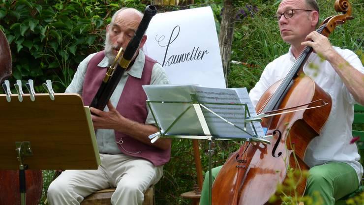 Pius Bessire (links) und Ulrich Schwarze lassen ihre Instrumente erklingen