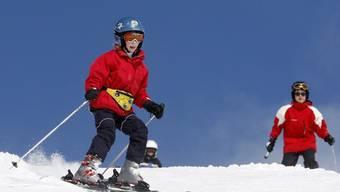 Der Helm gehört heute für viele zum Ski-Vergnügen dazu (Archiv)