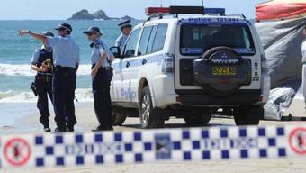 Nach einem erneuten Hai-Angriff sperrten die Behörden den Strand im australischen Byron Bay. (Archivbild)