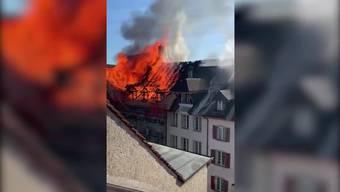 Inferno in der Aarauer Altstadt: Dieses Video zeigt die Flammen in der Rathausgasse aus nächster Nähe