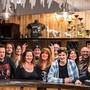 Die Mitglieder des Old Headbangers Clubs freuen sich auf ihre Oldies- und Rockbar.