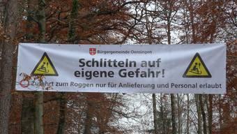 Zur Sicherheit der Rodler brachte die Bürgergemeinde zu Beginn der Roggenstrasse ein Banner an.