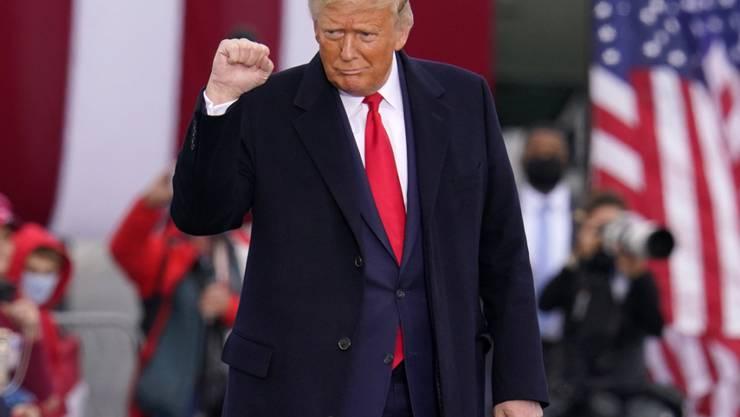 Donald Trump, Präsident der USA, kommt zu einer Wahlkampfkundgebung. Foto: Gene J. Puskar/AP/dpa