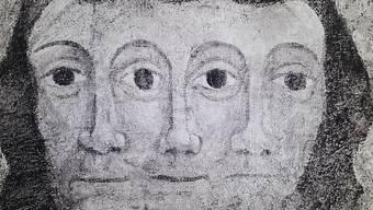 Die Darstellung der Dreifaltigkeit: Deckenmalerei um 1500. Zu sehen ist sie in der Evangelischen Kirche in Lavin - eine Fotografie davon derzeit im Bündner Kunstmuseum.