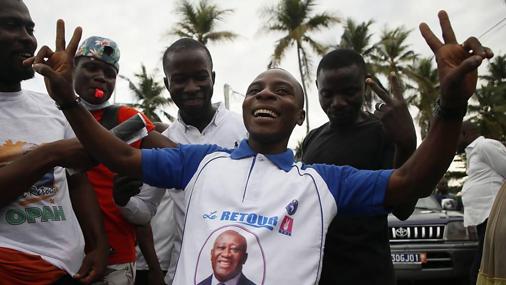 Tausende Menschen feierten auf den Strassen in Abidjan die Rückkehr des ehemaligen Präsidenten Laurent Gbagbo.