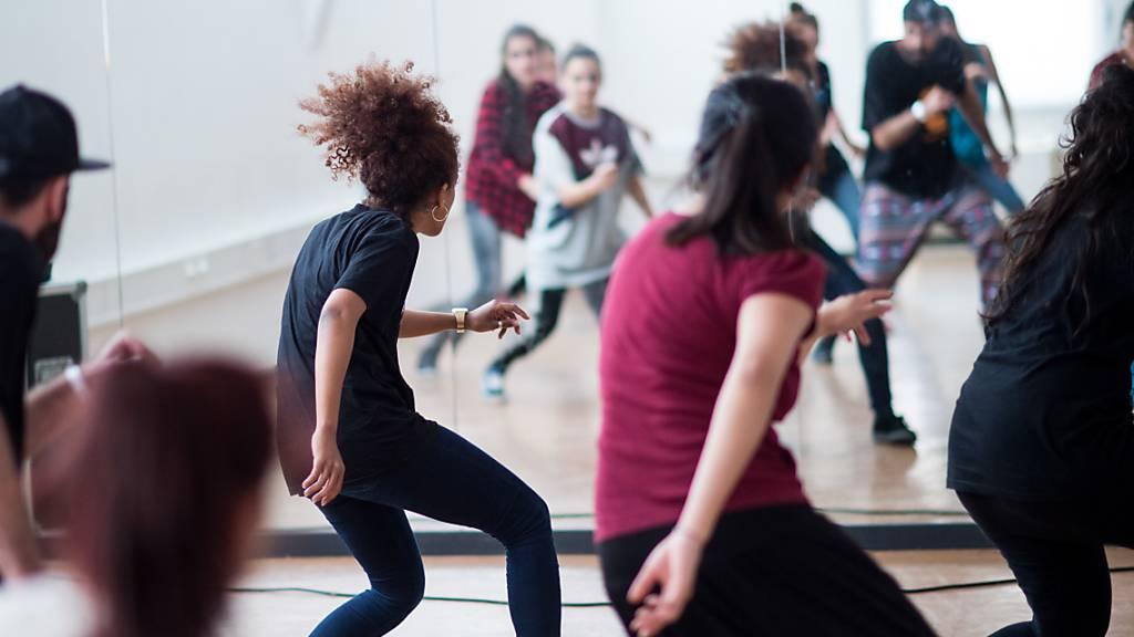 Appenzell Innerrhoden hat die kantonalen Corona-Massnahmen angepasst. Tanzen in Tanzschulen und Fitnessstudios ist bei Einhaltung des Mindestabstandes von 1,5 Metern ab Freitag wieder möglich. (Symbolbild)