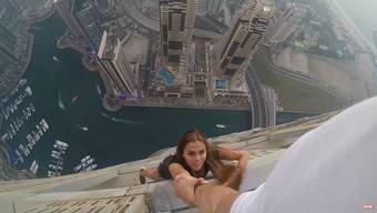 Sehr schön und sehr mutig: Für ihren Stunt hat Viktoria Odintcova erst einmal trainiert, ab Minute  3:45 beginnt dann der Nervenkitzel.