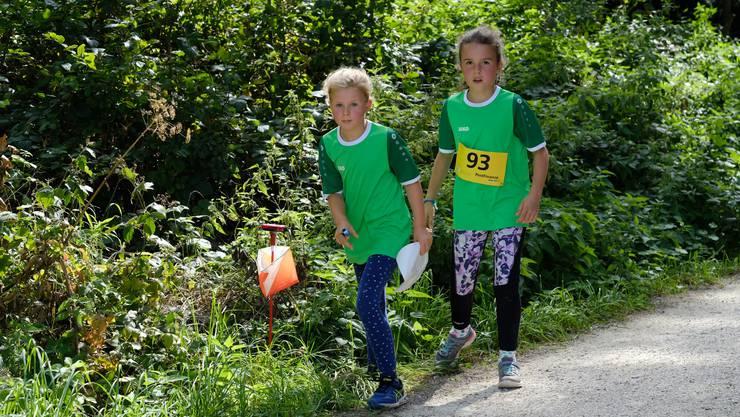 Die Mädchen der Jugi Wiler auf den letzten Metern vor dem Ziel