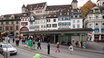 Am Barfüsserplatz stieg der Täter in das Tram der Linie 8.