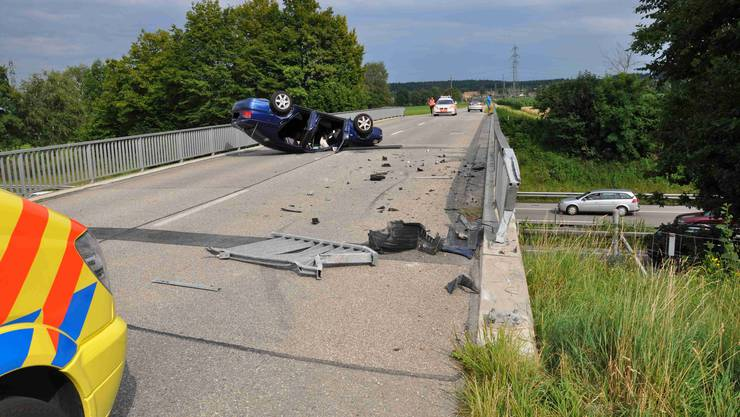 Der Verkehrsunfall auf der Brücke in Deitingen