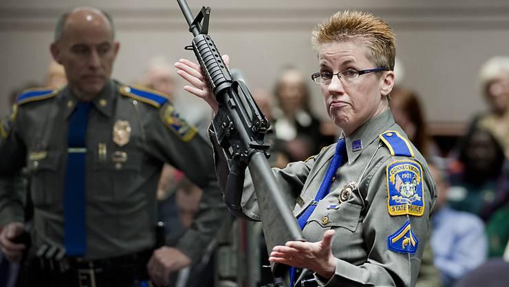Eine geringere Nachfrage nach Gewehren und Pistolen aber auch hohe Schulden und Gerichtsfälle machen dem US-Waffenhersteller Remington zu schaffen. (Symbolbild)