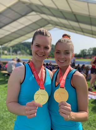 Nadia Schild (l.) und Fabienne Weber (TV Lenzburg) gewinnen am Aerobic-Wettkampf die Goldmedaille.