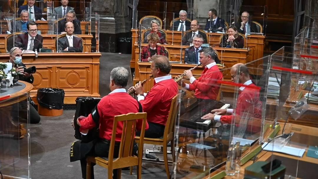 Ländler im Ständeratssaal: Zum Amtsantritt des neuen Ständeratspräsidenten Alex Kuprecht (SVP/SZ) spielte Carlo Brunners Kapelle auf