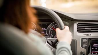 Im Auto hinter dem Steuerrad gefangen. Für Menschen mit Fahrangst ist das Autofahren eine Tortur.