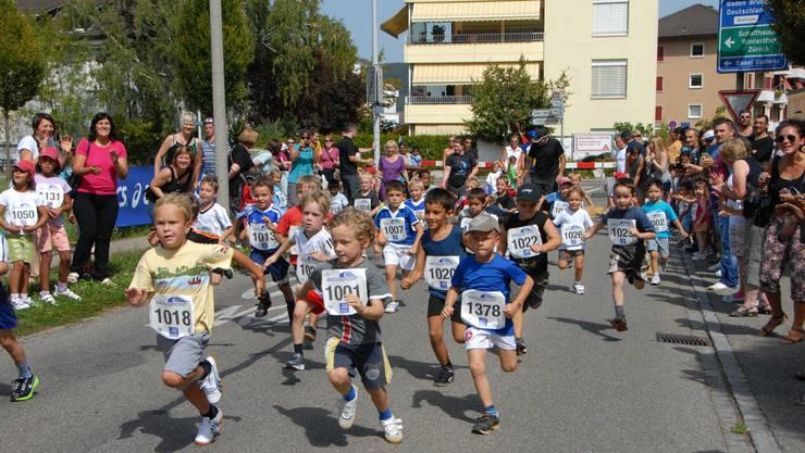 Die Kinder spurteten am 22. internationalen Quellenlauf los wie die Feuerwehr.  Peter Jacobi