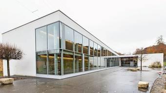 Wird das ehemalige Oberstufenzentrum Fischingertal nun verkauft oder nicht? Am 9. Februar wird abgestimmt. Urs Jakober (links) und Willi Vonblon freuten sich am Samstag sehr.