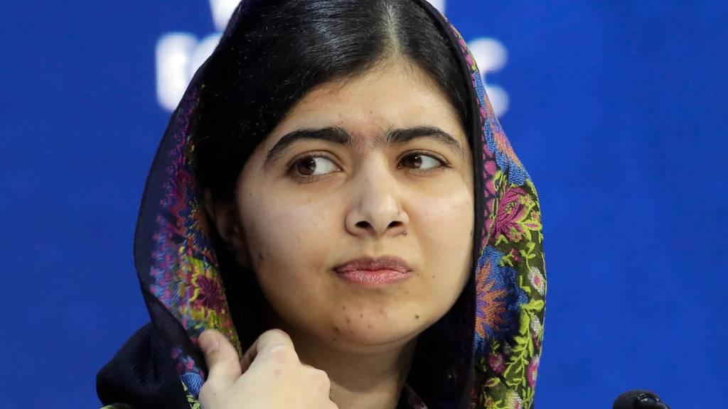ARCHIV - Die Kinderrechtsaktivistin und Nobelpreisträgerin Malala Yousafzai nimmt am Weltwirtschaftsforum teil. Die pakistanische Friedensnobelpreisträgerin Malala hat sich erschüttert über die jüngsten Entwicklungen in Afghanistan nach der Machtübernahme der militant-islamistischen Taliban gezeigt. Foto: Markus Schreiber/AP/dpa