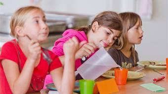 Mittagessen auf Staatskosten: Ein Elternpaar aus dem Bezirk Uster kämpfte dafür. Das Verwaltungsgericht berechnete den Schulweg minutengenau und lehnte dann die Forderung ab. (Symbolbild)
