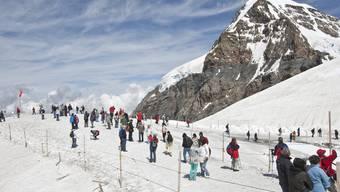 Immer mehr Menschen besuchen das Jungfraujoch (Archiv)