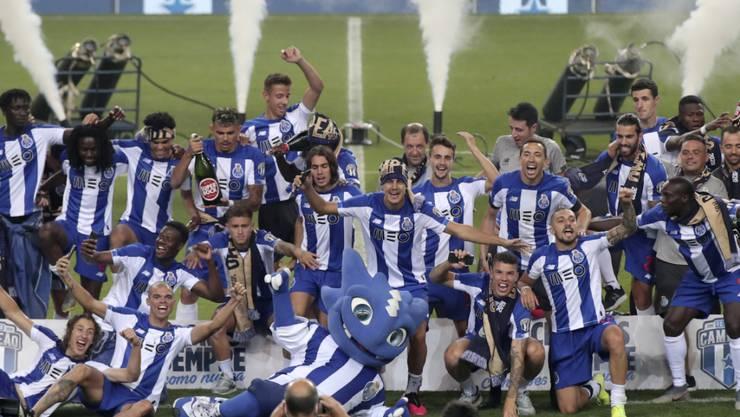 Die Spieler des FC Porto feiern den insgesamt 29. Meistertitel des Vereins