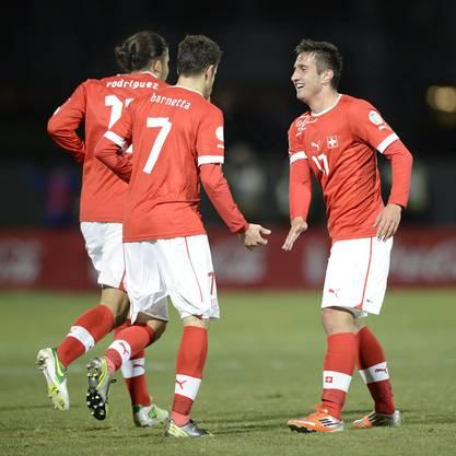 Mario Gavranovic (rechts) schoss dann in der 79. Minute das zweite Goal für die Schweiz.