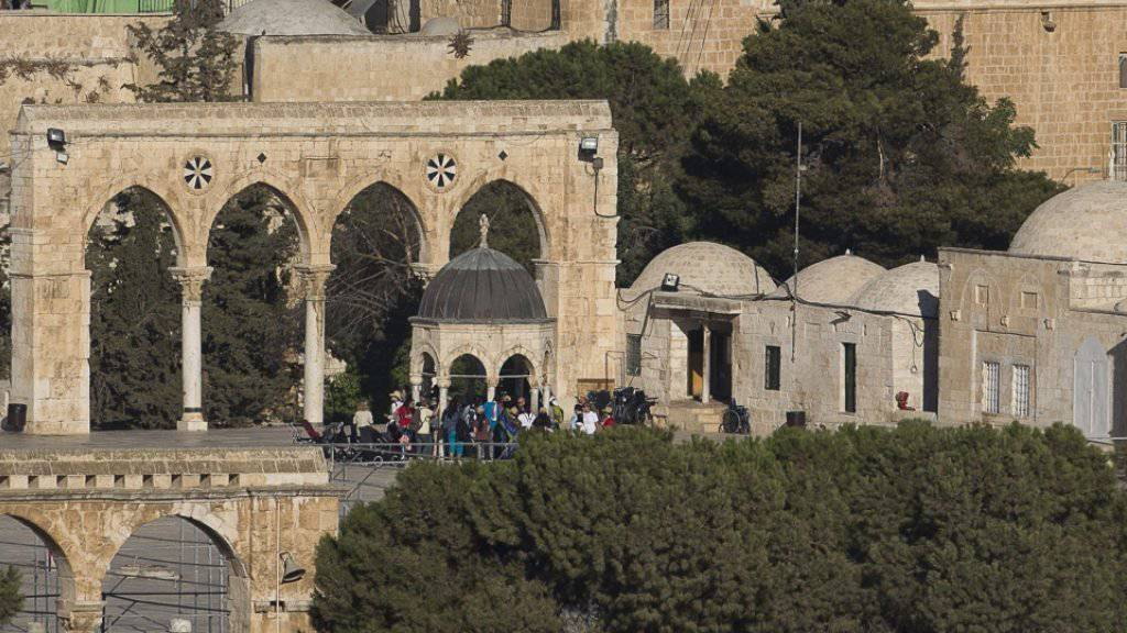 Touristen am Montag bei einer Führung zur Al-Aksa-Moschee.